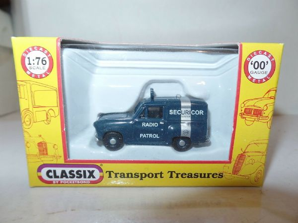 Classix EM76666 1/76 OO Scale Austin A35 Van Securicor Radio Patrol